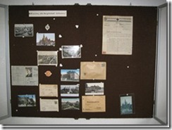 Wandvitrine, Breslauer Ansichtskarten u. Papiere aus Schlesien